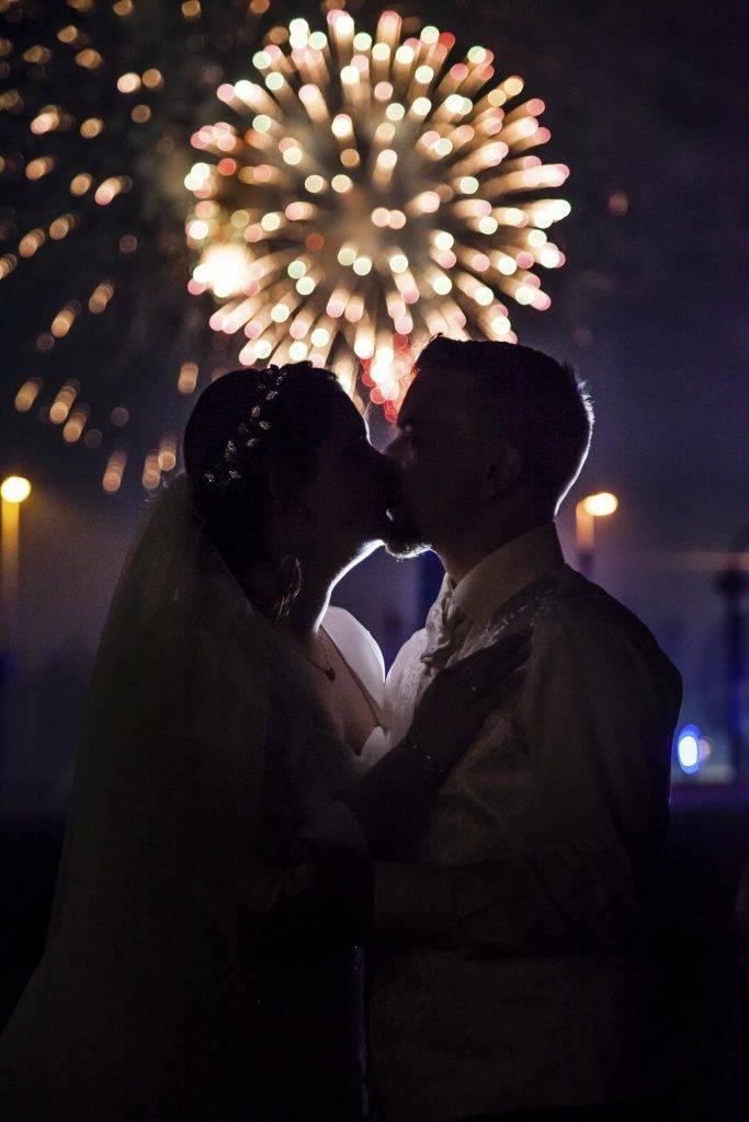 Hochzeitsfotografie Brautpaar Portrait mit Feuerwerk in Stuttgart