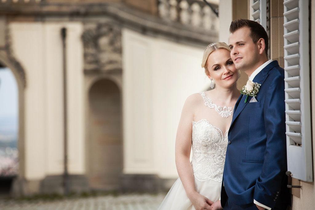 Brautpaar Portrait vor dem Schloss Solitude in Stuttgart